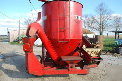 Gehl feed corn grinder mixer cattle hogs hardly used